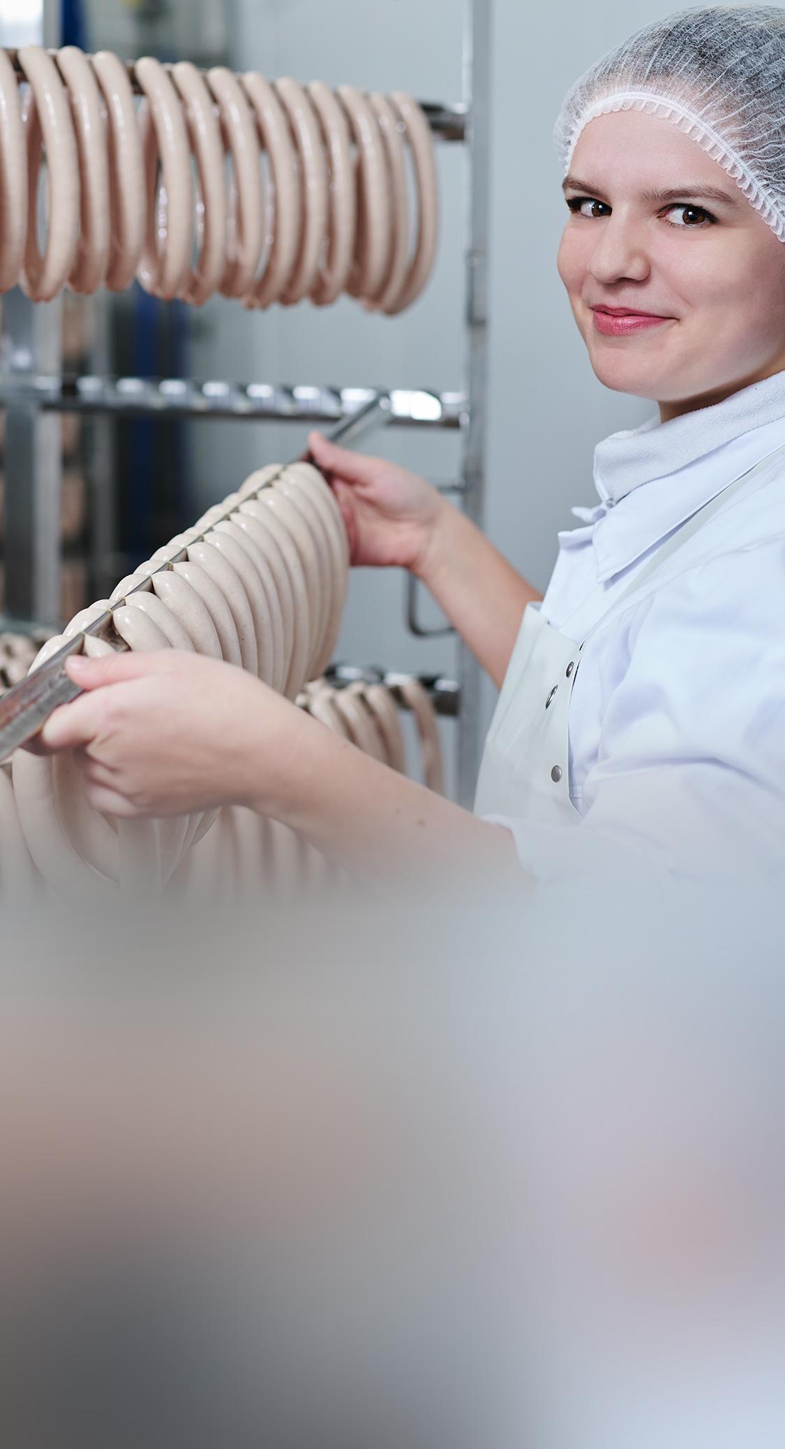 Mitarbeiterin in der Produktion